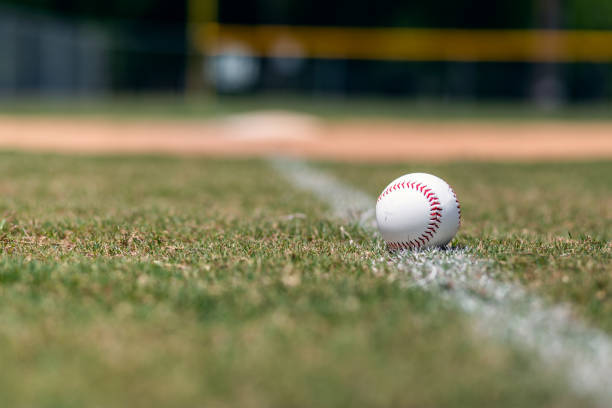 baseball-on-foul-line-picture-id964297346.jpg